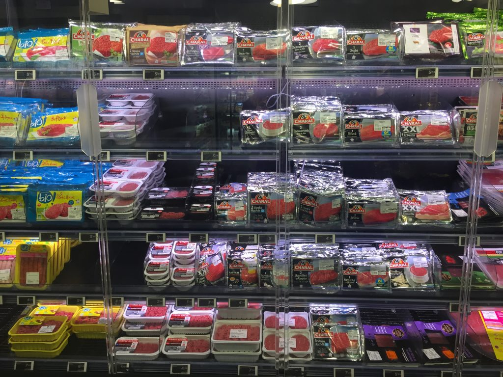 ground meat selection in Paris grocery store