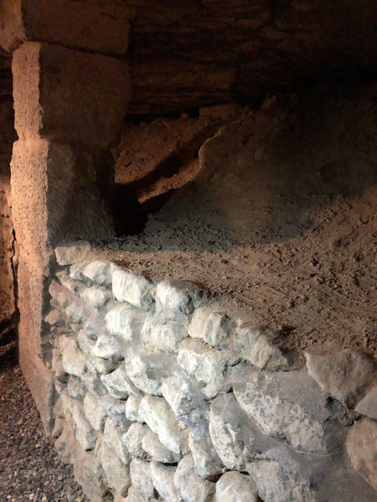 Paris Catacombes pillars