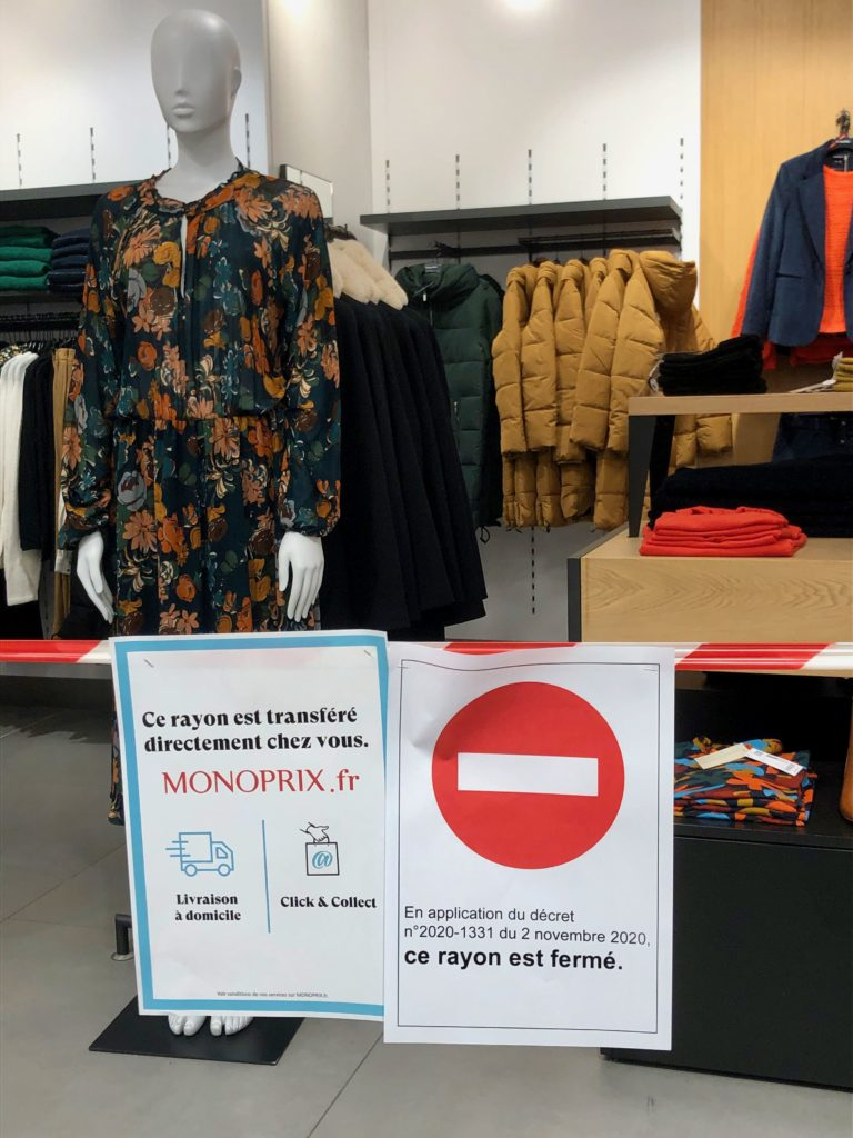 sign: clothing section is closed during confinement in France
