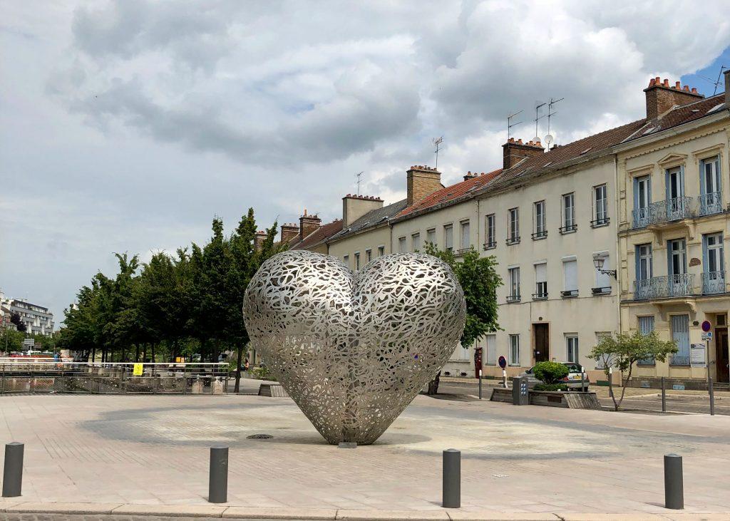 Le cœur de Troyes, metal heart sculpture