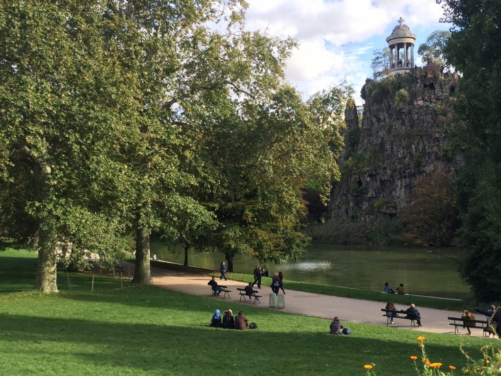 parc des buttes-chaumont in the fall